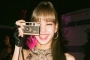 Reaksi Imut Lisa BLACKPINK Saat Fans Nyanyikan 'Kill This Love' di Paris Fashion Week