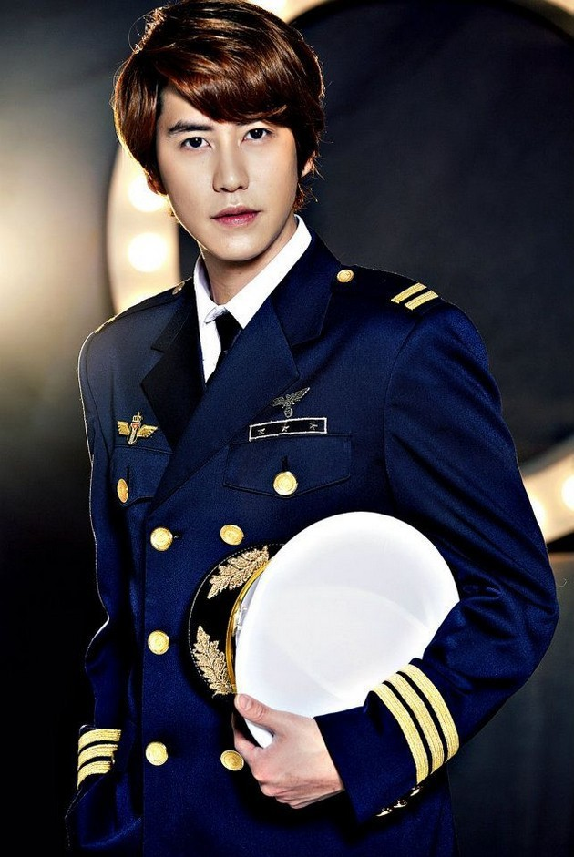 Foto Kyuhyun di Promo Drama Musikal 'Catch Me If You Can'