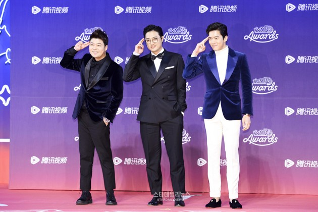 Foto Bintang Acara 'Problematic Men' Hadir di tvN10 Awards 2016