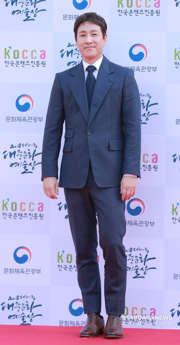 Foto Lee Sun Gyun di Red Carpet Korean Popular Culture And Art Awards 2018