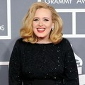 Adele dengan Balutan Gaun Giorgio Armani di Red Carpet Grammy Awards 2012