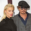 Johnny Depp Berpose Bersama Amber Heard di Premiere The Rum Diary