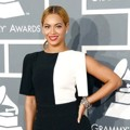 Beyonce Knowles di Red Carpet Grammy Awards 2013