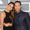 Chrissy Teigen dan John Legend di Red Carpet Grammy Awards 2013