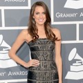 Allison Williams di Red Carpet Grammy Awards 2013