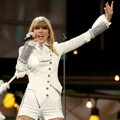 Taylor Swift Tampil di Panggung Grammy Awards 2013