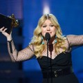 Kelly Clarkson Raih Piala Best Pop Vocal Album