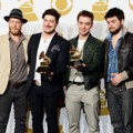 Mumford & Sons Raih Piala Album of the Year