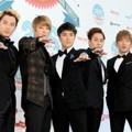 Shinhwa di Blue Carpet Mnet 20's Choice Awards 2013