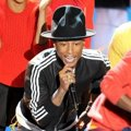 Pharrell Williams Saat Nyanyikan Lagu 'Happy'