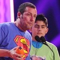 Adam Sandler Bawa Pulang Penghargaan Favorite Movie Actor
