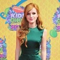 Bella Thorne di Orange Carpet Kids' Choice Awards 2014