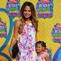Christina Milian Bersama Sang Putri di Orange Carpet Kids' Choice Awards 2014