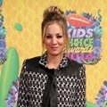 Kaley Cuoco di Orange Carpet Kids' Choice Awards 2014