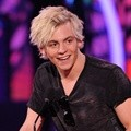 Ross Lynch Dapat Penghargaan Favorite TV Actor