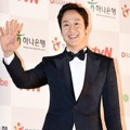 Jung Woo di Red Carpet APAN Star Awards 2014