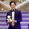 Jung Woo Raih Piala Mid-length Drama Excellent Male Acting