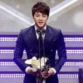 Kim Ji Hoon Raih Piala Long-length Drama Excellent Male Acting