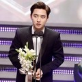 D.O. Raih Piala Male Rookie Award
