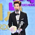 Henry Super Junior-M Raih Piala Male Rookie Award