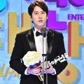 Kyuhyun Super Junior Raih Piala Excellence Award - Music/Talk Show