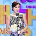 Hong Eun Hee Raih Piala Special Award - Variety Shows