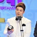 Jun Hyun Moo Raih Piala Excellence Award - Variety Show Male