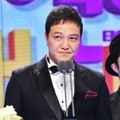 Jung Woong In Raih Piala PD Award