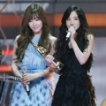 Tiffany dan Tae Yeon Wakili Girls' Generation Terima Piala Popularity Award