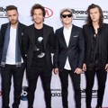 One Direction di Red Carpet Billboard Music Awards 2015