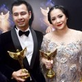 Raffi Ahmad Raih Piala Host Program Musik Favorit/Variety Show dan Entertaiment
