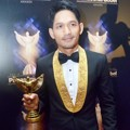 Ibnu Jamil Raih Piala Host Sport Program