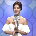 Hwang Jung Eum Raih Piala Top Excellence Actress (Mini-Series)