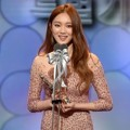 Lee Sung Kyung Raih Piala Best New Actress (Special Production)