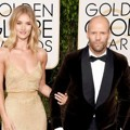 Rosie Huntington-Whiteley dan Jason Statham di Red Carpet Golden Globes Awards 2016
