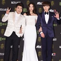 Jun Hyun Moo, Krystal f(x) dan Leeteuk SuJu di Red Carpet Golden Disc Awards 2016