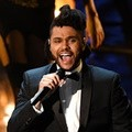 The Weeknd Bawakan Lagu 'Earned It'