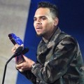 Chris Brown Raih Piala R&B Artist of the Year