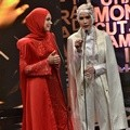 Dewi Sandra dan Zaskia Adya Mecca di Indonesia Movie Actors Awards 2016