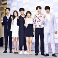 Pemeran Utama Drama 'Cinderella and the Four Knights' Foto Bersama