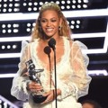 Beyonce Knowles Saat Raih Piala Video of the Year
