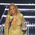 Beyonce Knowles Saat Raih Piala Best Female Video