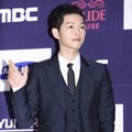 Song Joong Ki Hadir di APAN Star Awards 2016