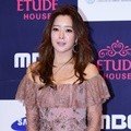 Kim Hee Sun Hadiri APAN Star Awards 2016