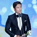 Lee Byung Hun Raih Penghargaan Global