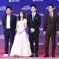 Pemeran Drama 'Reply 1994' Hadir di tvN10 Awards 2016
