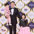 Lee Bum Soo Ditemani Soeul dan Daeul di Red Carpet KBS Entertainment Awards 2016