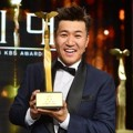 Kim Jong Min Raih Piala Daesang di KBS Entertainment Awards 2016