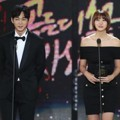 Lee Won Geun dan Yoo In Young di Hari Pertama Golden Disk Awards 2017