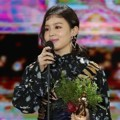 Lee Hi Raih Piala Bonsang